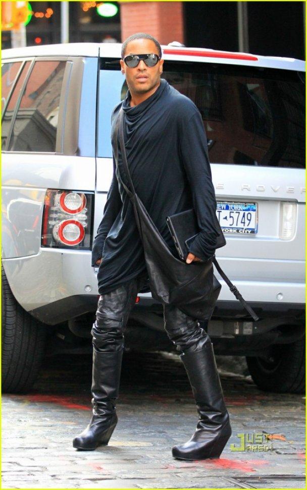 Ленні Кравіц носить жіночі чоботи на танкетці