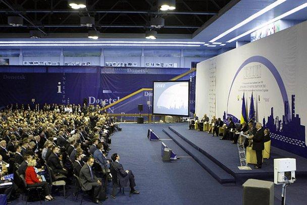 У Донецьку Янукович оглянув аеропорт