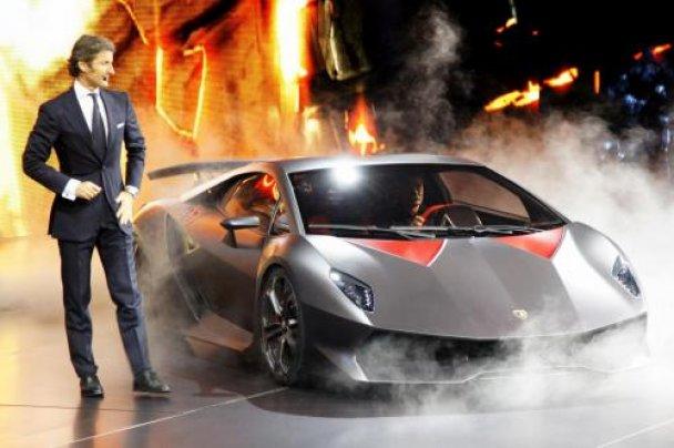 Lamborghini представила новый сверхлегкий суперкар