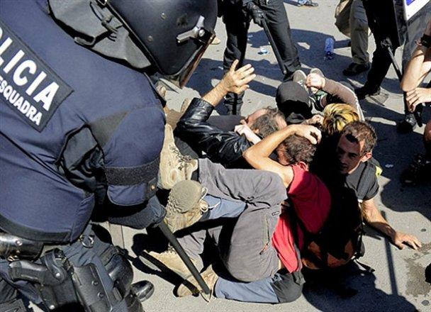 Митинг в Барселоне завершился кровопролитием