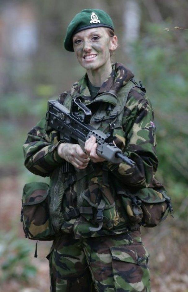 """Володарка титулу """"Міс Англія-2009"""" піде в армію"""
