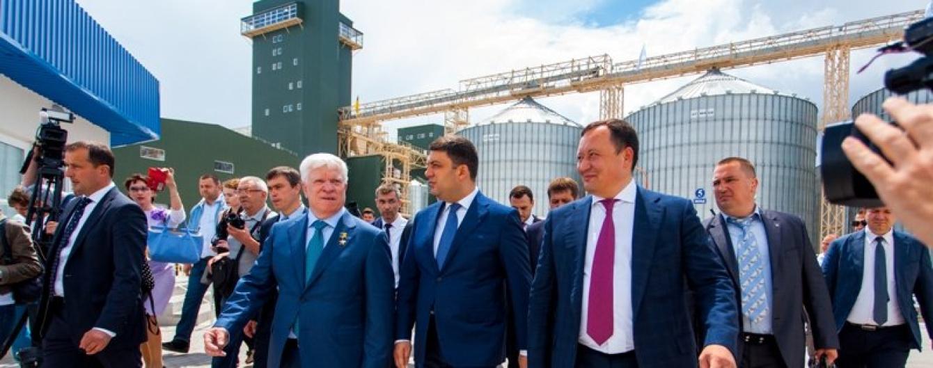 """Премьер Гройсман: такие предприятия как """"Нибулон"""" творят современную историю и сильную Украину"""